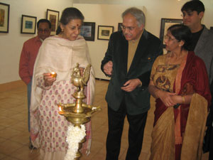Union Tourism & Culture Minister Ambika Soni inaugurating the exhibition