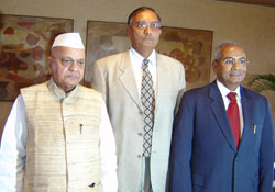 Surinder Jakhar flanked by N P Patel and Dr U S Awasthi