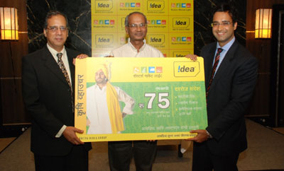 (L to R) Rajat Mukherjee, Chief Corporate affairs officer, Idea Cellular with P. Laxminarayan, COO Maharashtra and Goa, Idea Cellular and Amit Mehra, MD, RML