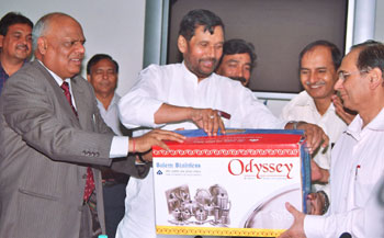 Union Minister of Chemicals & Fertilizers and Steel Ram Vilas Paswan (centre) launching the Salem Steel dinner set in the presence of Secretary (Steel) R.S. Pandey, and SAIL Chairman S.K. Roongta, Chairman (left).