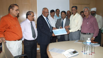 SAIL Chairman S.K Roongta (3rd from left) receiving the interim dividend cheque from  R.C. Shrivastav, Chairman,  NSPCL and Director (HR), NTPC (2nd from right - 1st row)